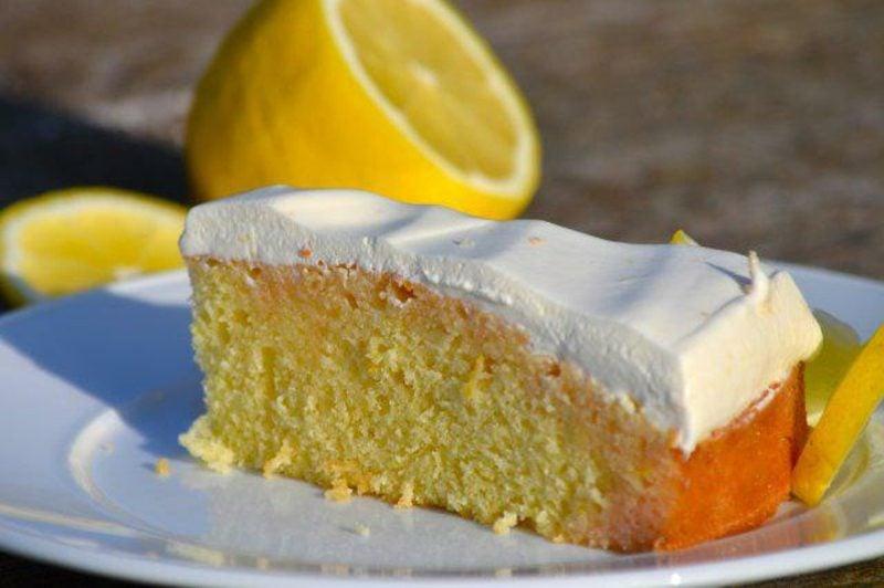 Zitronenkuchen mit Quarkhaube ohne Zucker