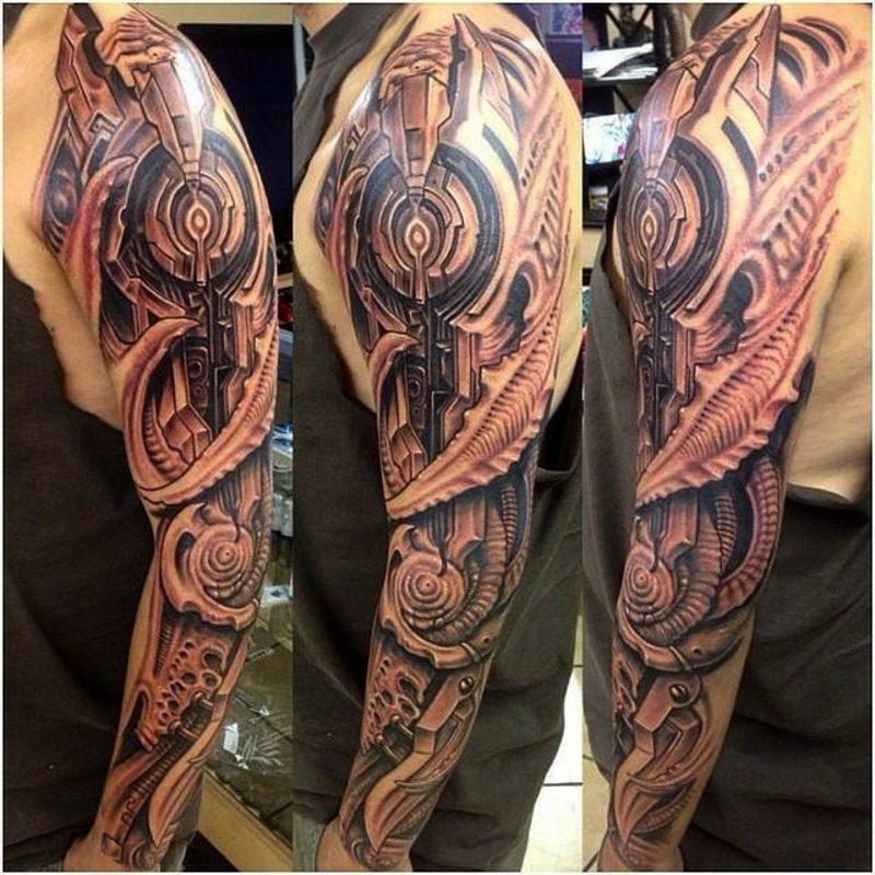 Biomechnik Tattoo am ganzen Arm