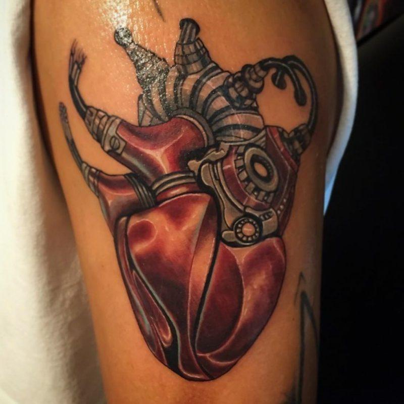 Maschine biomechanik herz tattoo