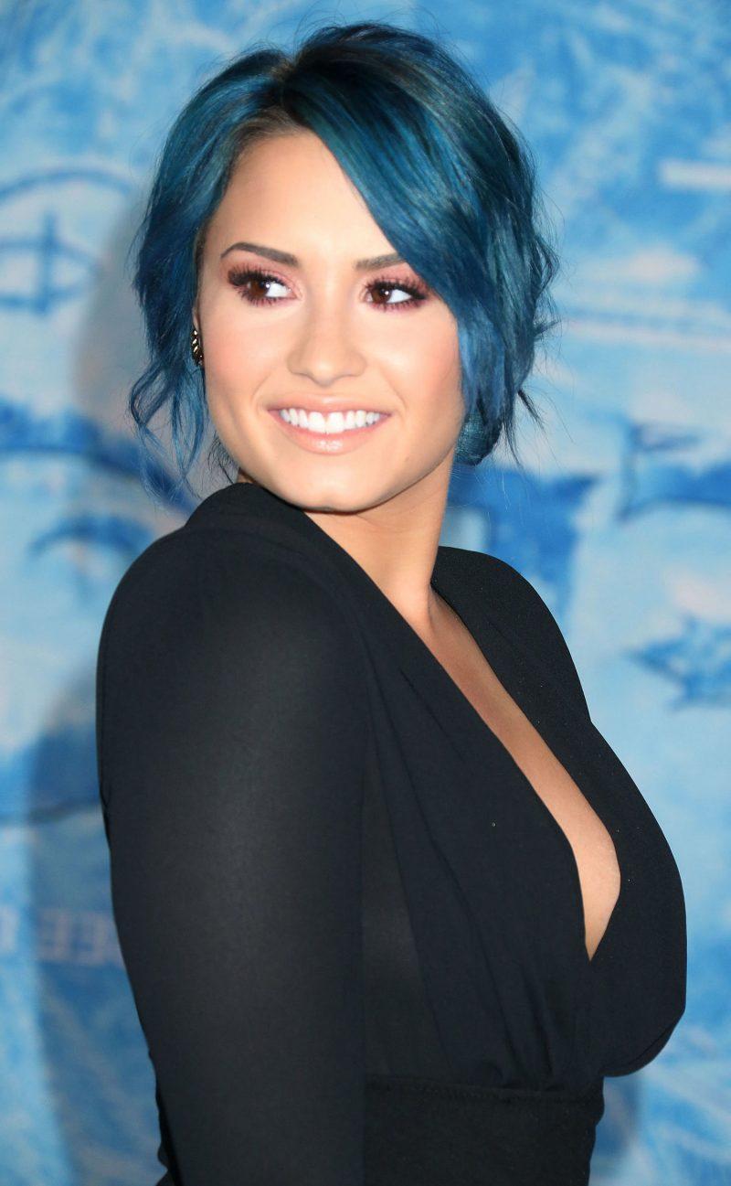 blaue haare haarfarben blau trend haarfarbe demi lovato