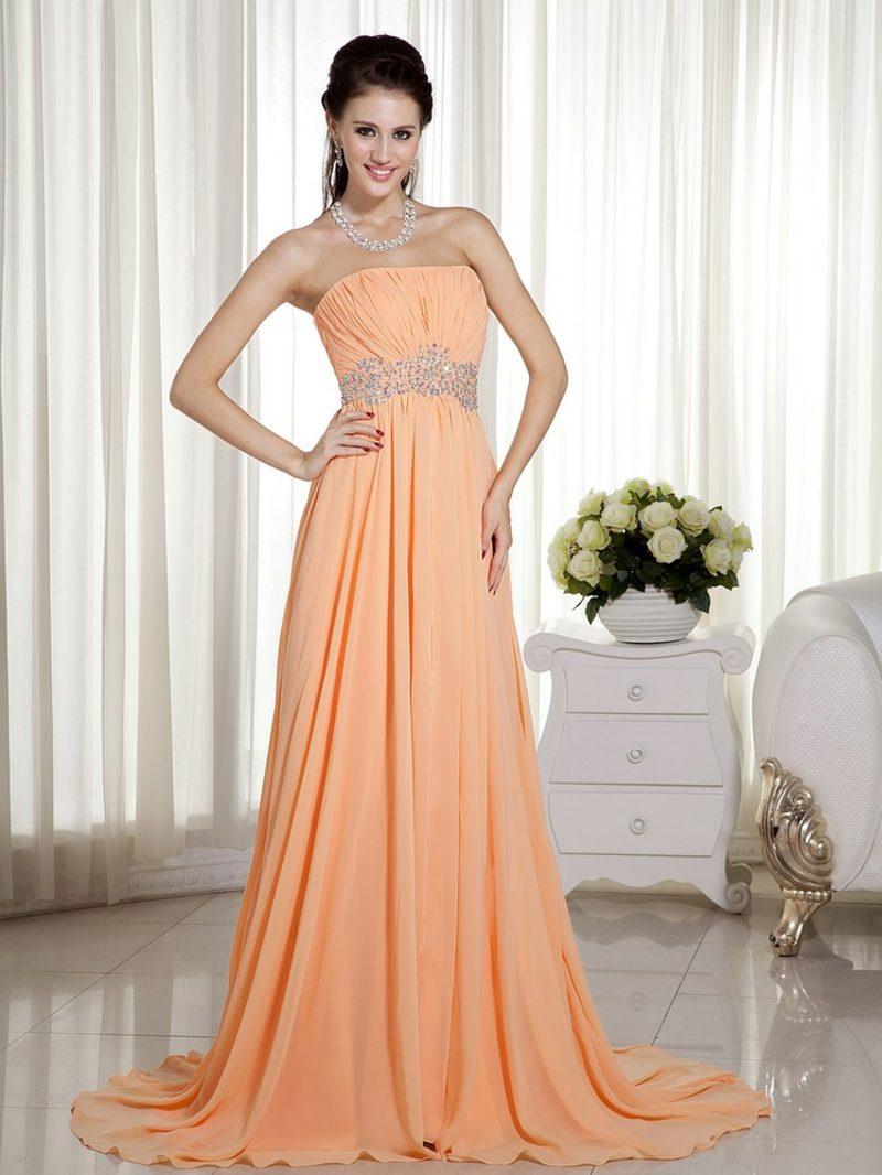 langes Hochzeitskleid in Apricot Farbe