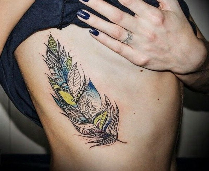 feder-tattoo-Interesting_colorful_tribal_feather_tattoo_on_rib-side