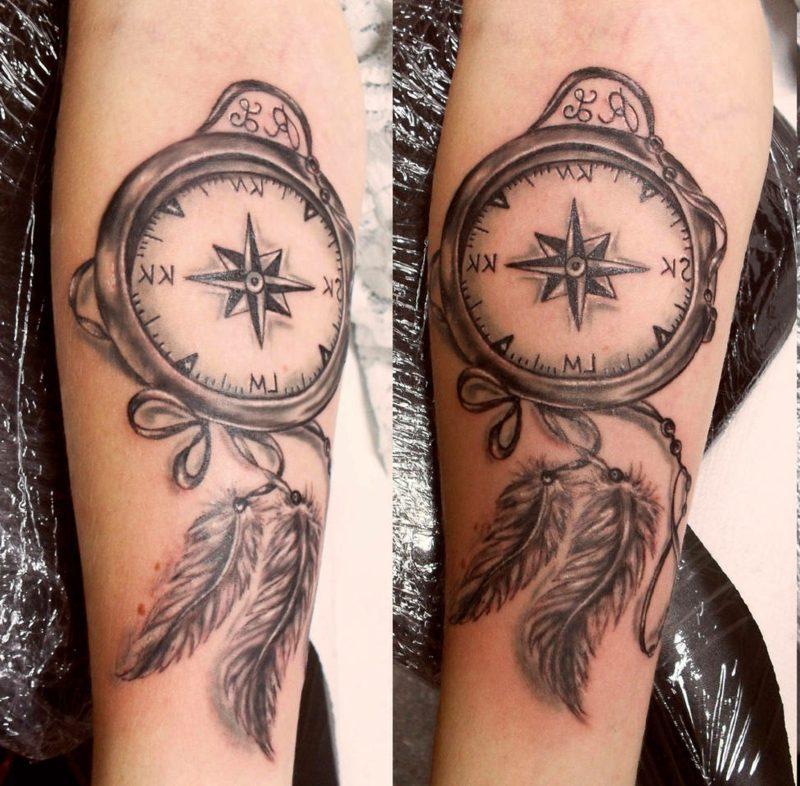 Feder Tattoo Kompass