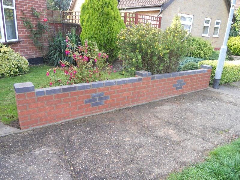 gartenmauer selber bauen anleitung gartenmauern typen gartenmauer aus ziegelsteinen ziegelmauer