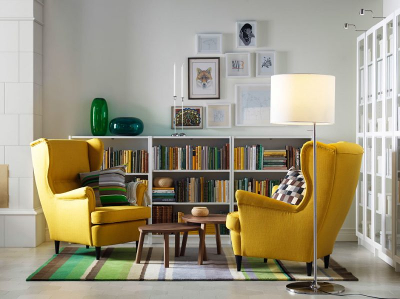 wohnzimmer einrichtungsideen sessel in gelb regal