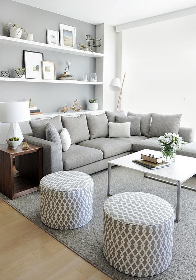 wohnzimmer gestalten einrichtungsideen hocker sofa grau helle farben