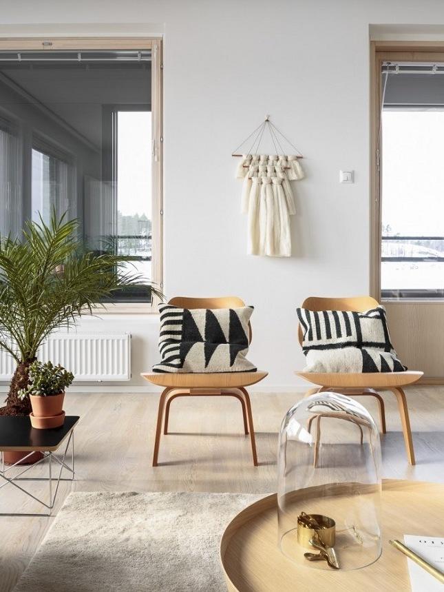 wohnzimmer gestalten einrichtungsideen stuhl tisch teppich helle farben