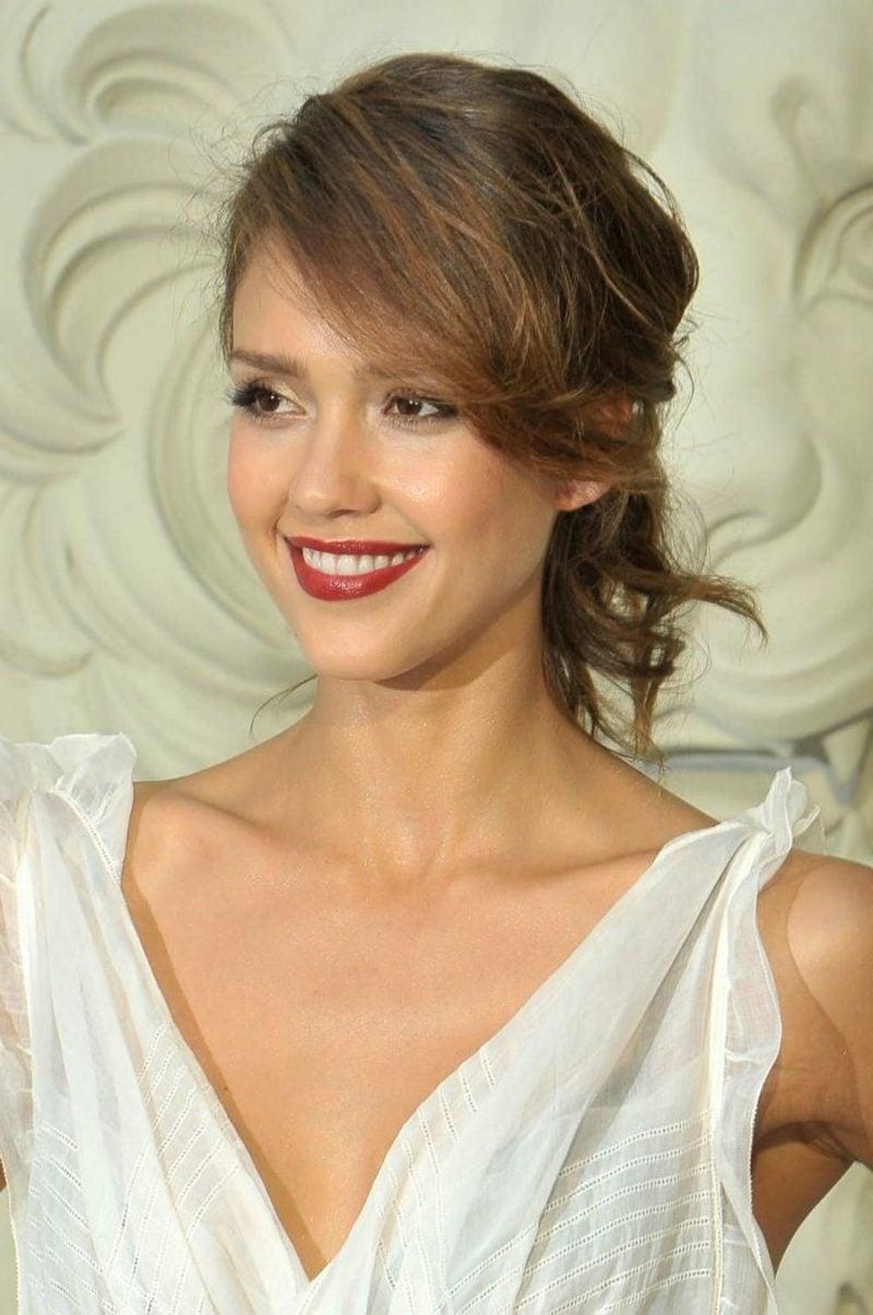 schokoladenbraune Haare Hochsteckfrisur elegant Jessica Alba