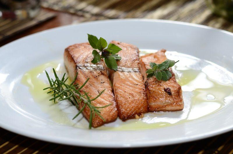 Diät ohne Kohlenhydrate Fisch essen