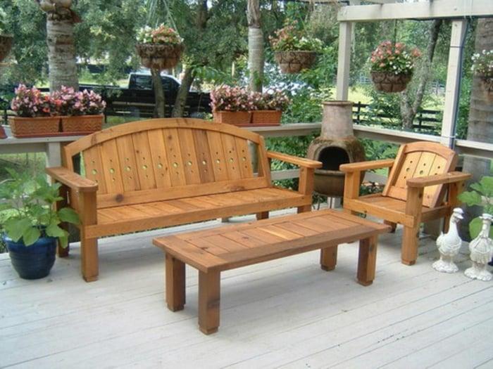 massive-gartenmöbel-gartenmöbel-set-holz-sitzbank-tisch-stuhl-gartendeko-pflanzen
