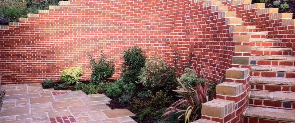 gartenmauer selber bauen anleitung gartenmauern ideen ziegelmauer