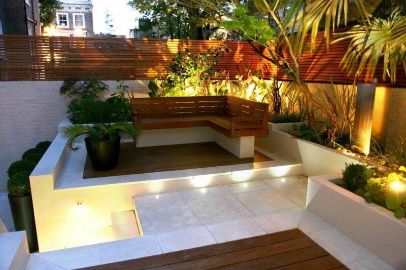 Gartenbank aus Holz modern Akzentbeleuchtung