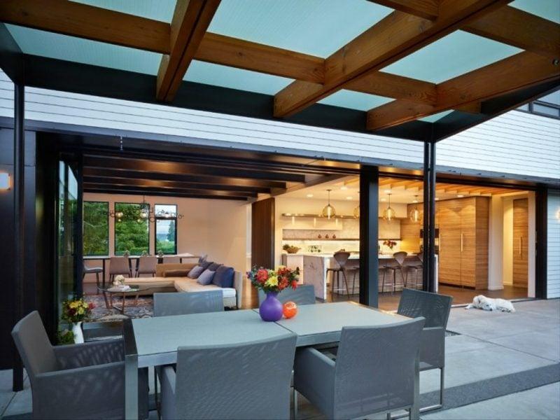 Terrassenüberdachung Holz und Glas Wandbau moderne Terrassengestaltung