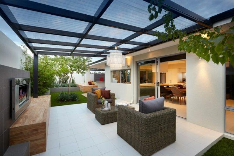 Terrassengestaltung modern Terrassenüberdachung aus Glas und Stahl