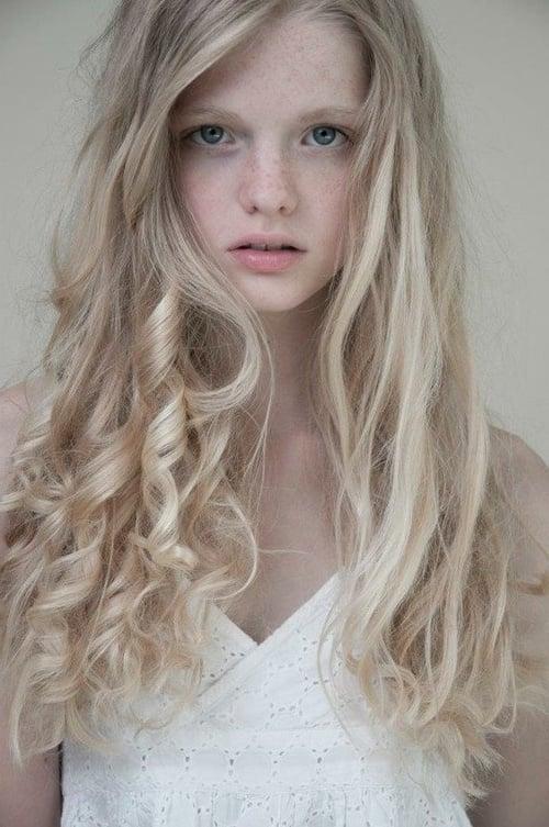 Haare Blondieren Natürlich : blonde haare 21 tolle frisurideen und pflegetipps frisurentrends mode zenideen ~ Frokenaadalensverden.com Haus und Dekorationen
