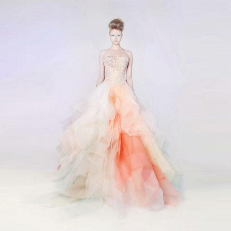 herrliches Hochzeitskleid Kombination zwischen Weiss und Apricot farbe
