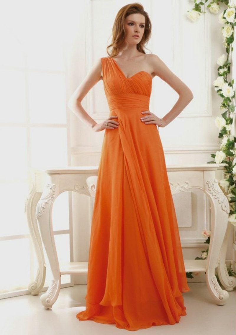 langes Brautkleid Apricot Farbe dunkle Nuance