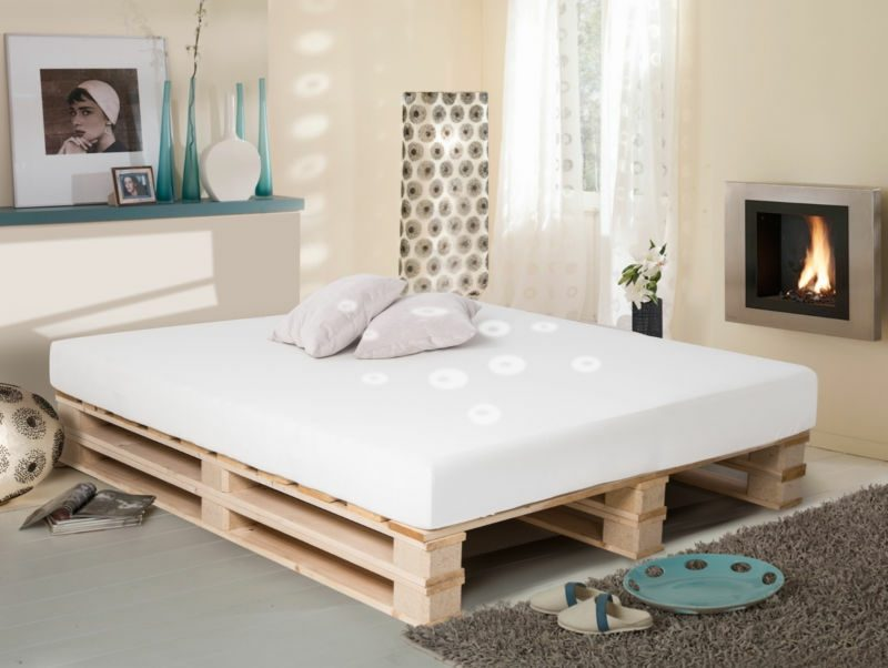 Palettenbett  52 DIY Palettenbett Designs - Möbel, Schlafzimmer - ZENIDEEN