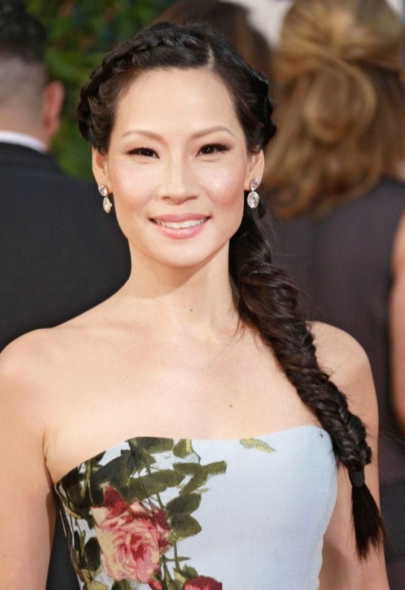 dunkelbraune Haare Lucy Liu Flechtzopf über die eine Schulter