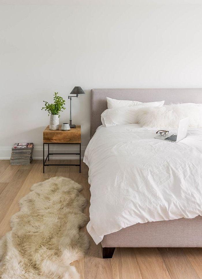 Schlafzimmer Einrichten Ideen Bett Kissen Nachttisch Teppich