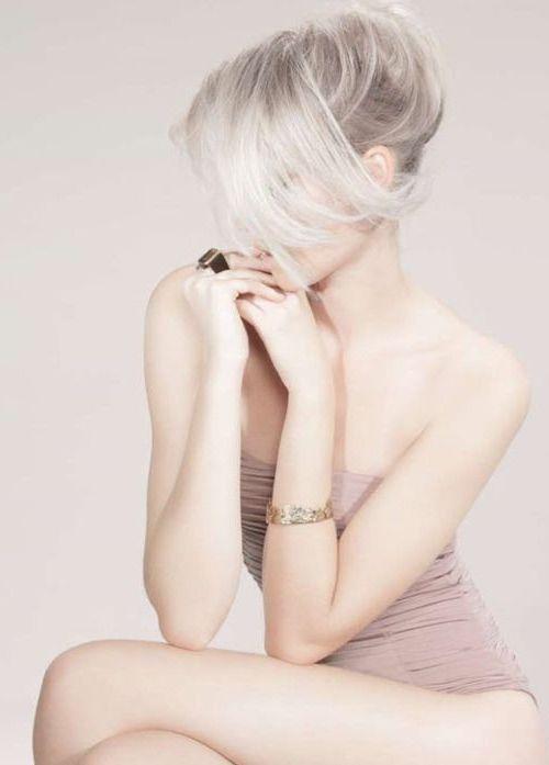 blonde haare trendfarbe haarfarbe haare blondieren platinweiß