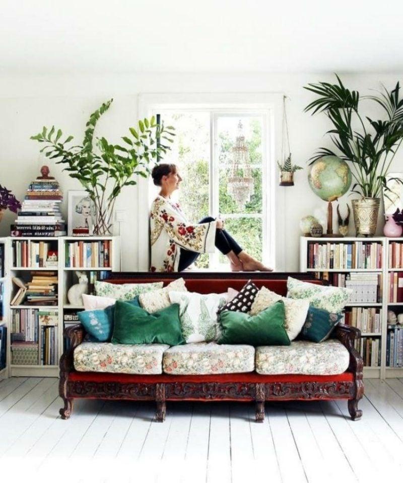 Wohnzimmer gestalten skandinavisch bequemes Sofa bunte Kissen