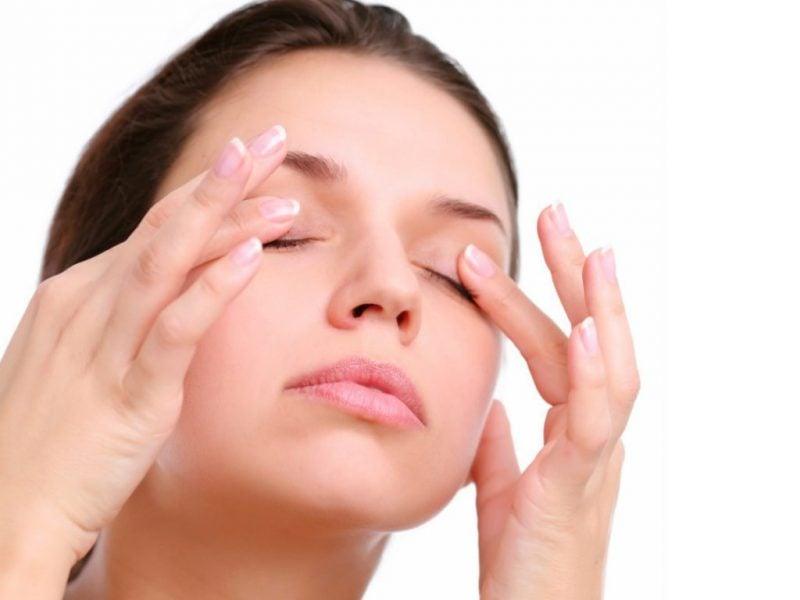 Was tun gegen Augenringe - Gesichtsuebungen