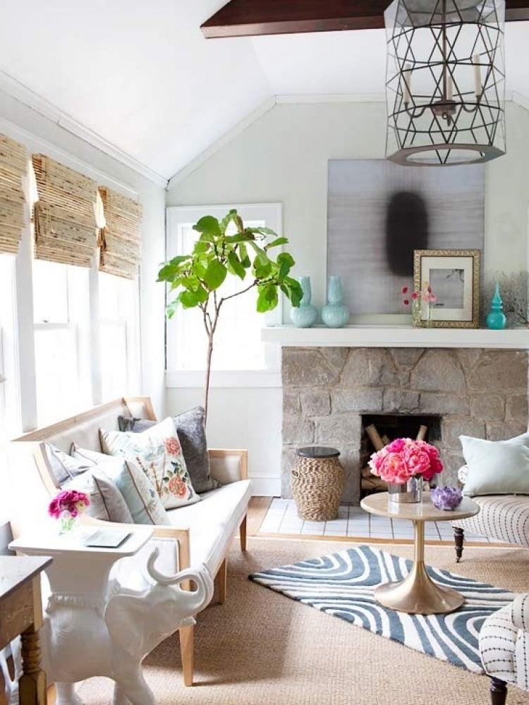 farbenfrohe Frühlingsdeko im Wohnzimmer
