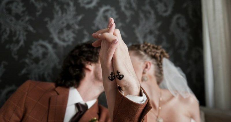 Partner Tattoos Anker klein stilisiert