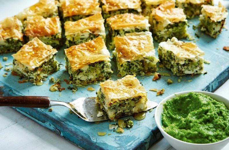 Karfreitag Gerichte Blätterteiggebäck mit Spinat zubereiten