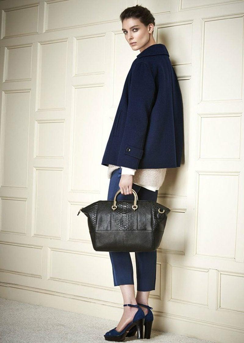Damenmode Business Casual Outfit eleganter Mantel und Hose in Dunkelblau