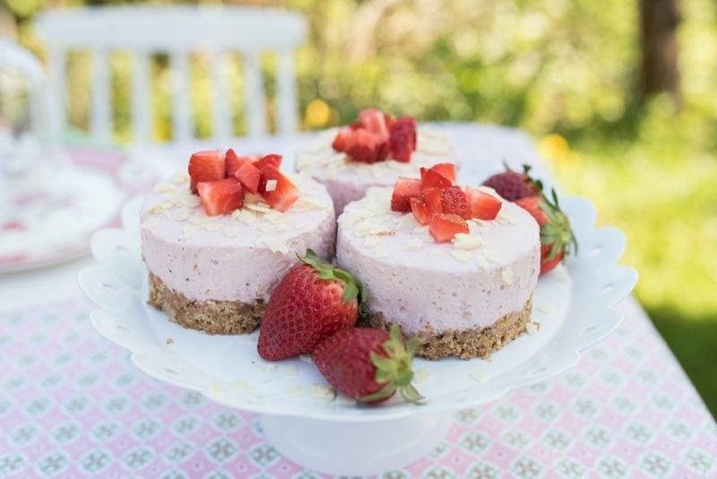 Backen zum Muttertag Dessert mit Erdbeeren, Joghurt und Gelatine
