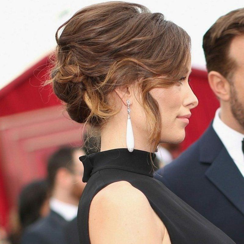 Hochsteckfrisuren eleganter Dutt lange Haare