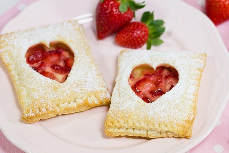Backen Muttertag Rezepte Erdbeer-Vanille-Blätterteigtasche
