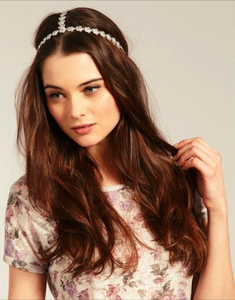 Frisuren mit Haarband offene Frisur romantischer Look