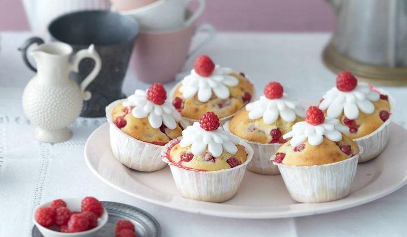 Backen zum Muttertag Kokos-Muffins mit Himbeeren