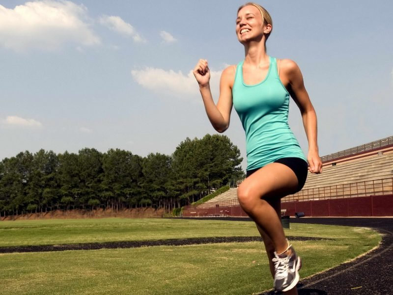 Joggen anfangen Frau Kalorien verbrennen