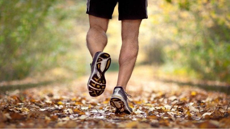 Joggen anfangen die Sportschuhe sind wichtig