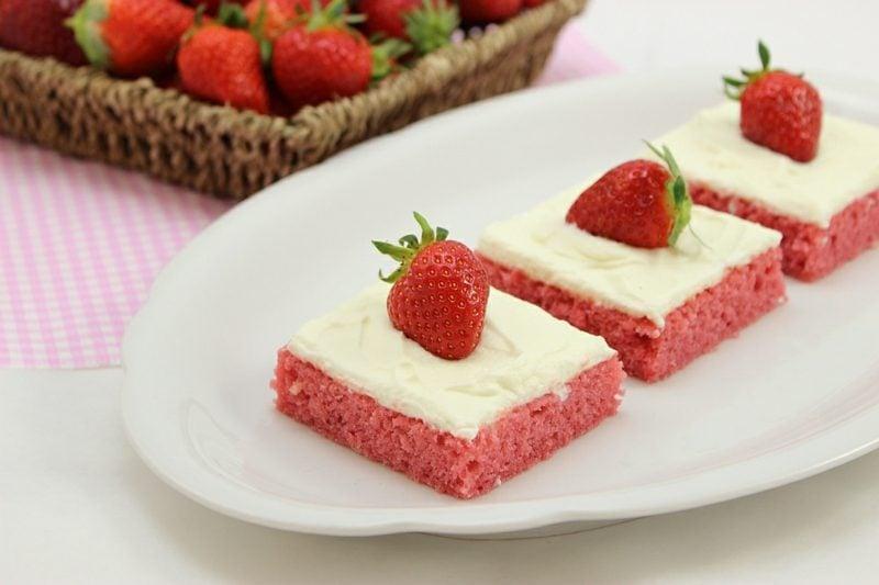 Backen zum Muttertag Kekse mit frischen Erdbeeren und Gelatine