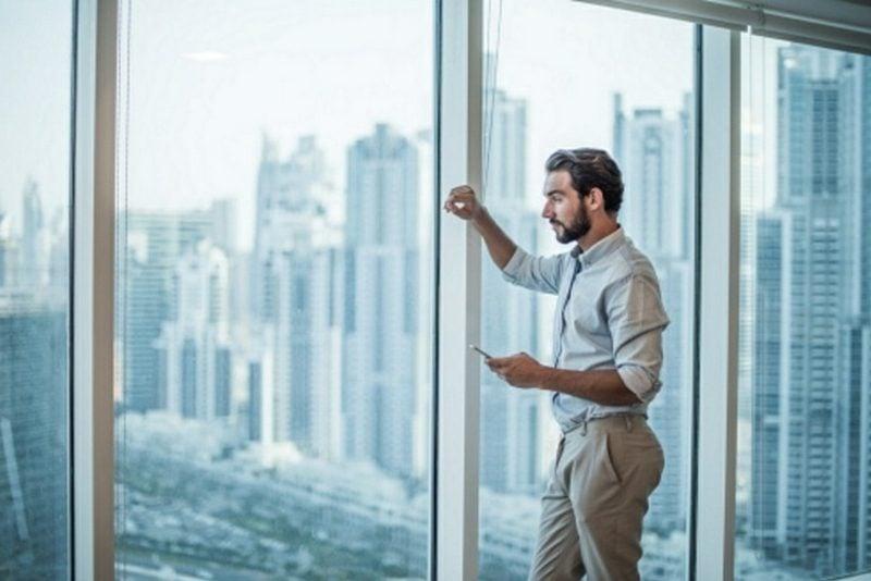 Mann Dresscode Business Casual Hemd beige Hose