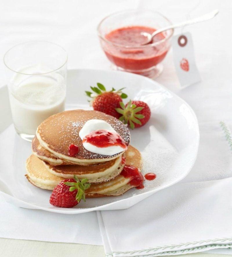 Muttertag Frühstück Pfannkuchen zubereiten