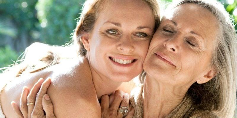 Muttertag feiern Mutter und Tochter Backen Rezepte
