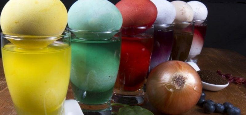 Eier färben Naturfarben kreative Ideen Ostern