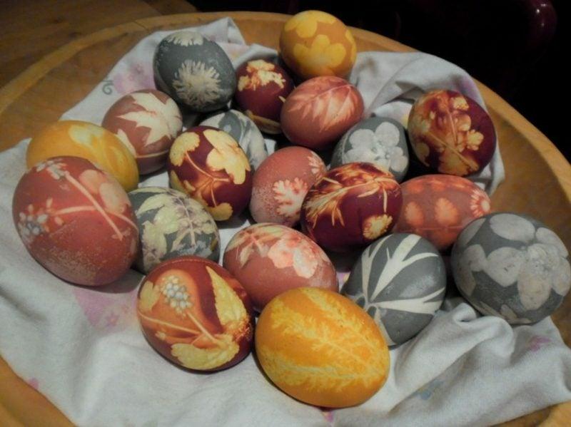 Ostereier färben mit Naturfarben originelle Verzierungstechnik