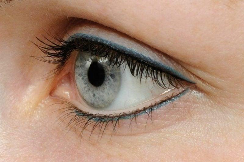 Schminktipps Augen Sommer Eyeliner auftragen blau