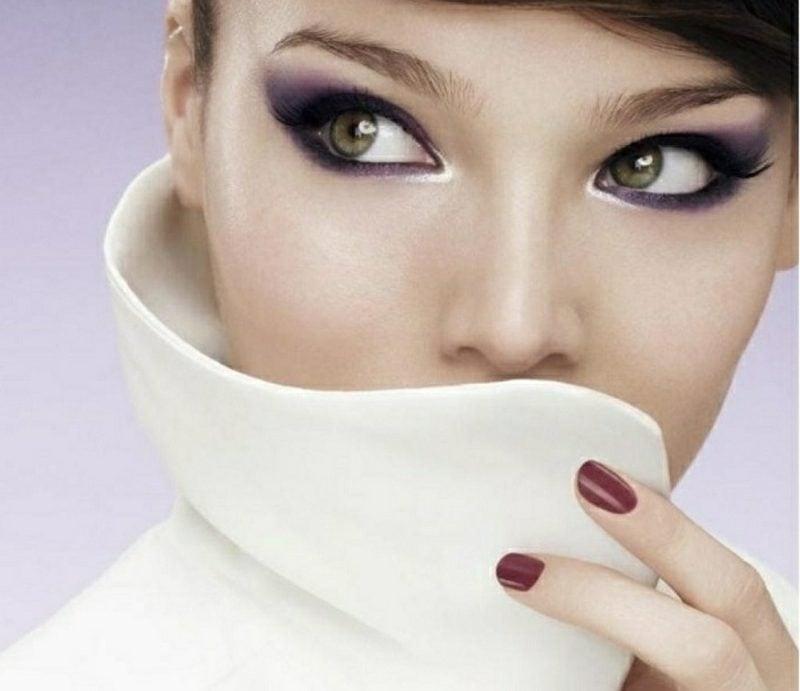 Augen schminken Sommer Abend Make-up Lidschatten Violett Mascara Eyeliner