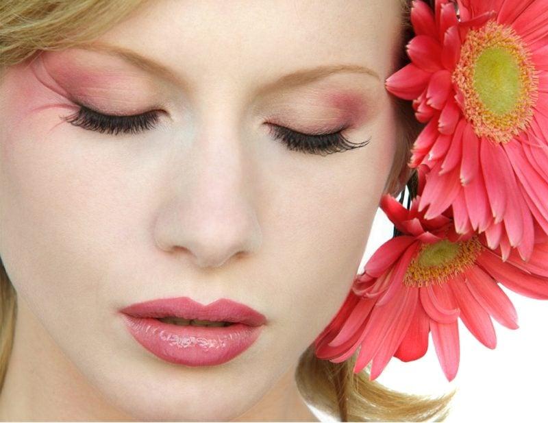 Augen richtig schminken neue Tendenzen Sommer Lidschatten warme Nuancen