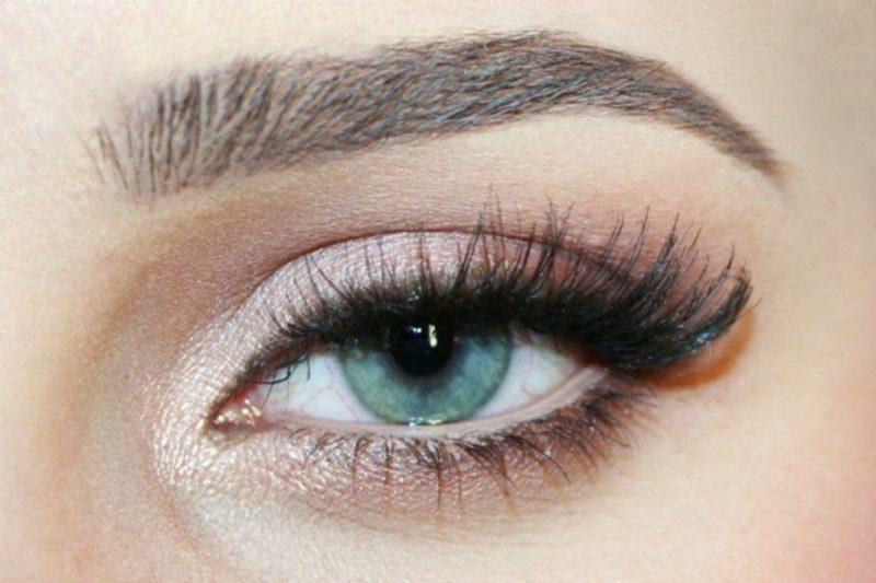 Schminktipps Augen Sommer die Wimpern mit Mascara betonen