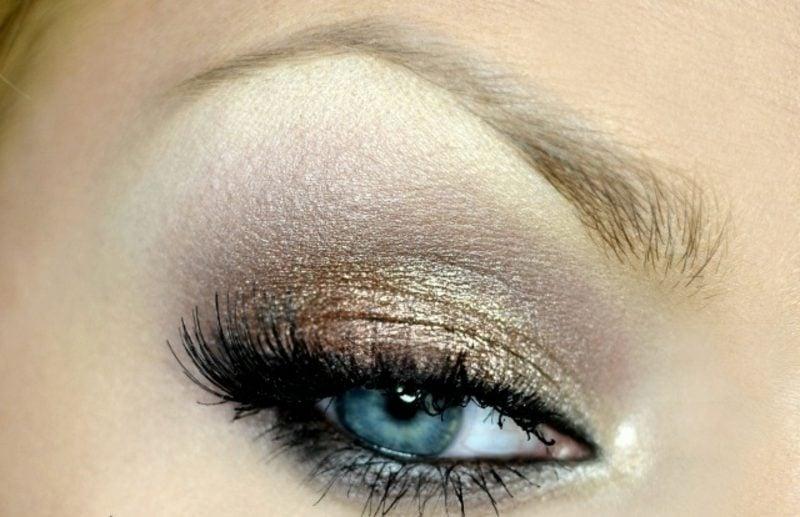 Augen schminken Sommer goldene Lidschatten Wimpern lang
