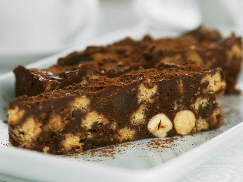 Backen zum Muttertag Schokoladenkuchen mit Haselnüssen